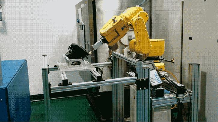 延々と開閉を繰り返せるのも、ロボットならでは(www.wired.comより)