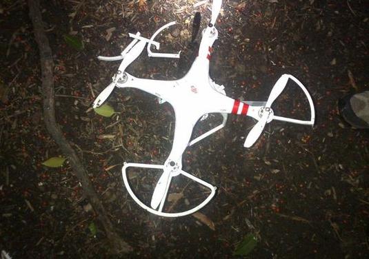 墜落したドローンの写真。ドローンはDJI社の製品