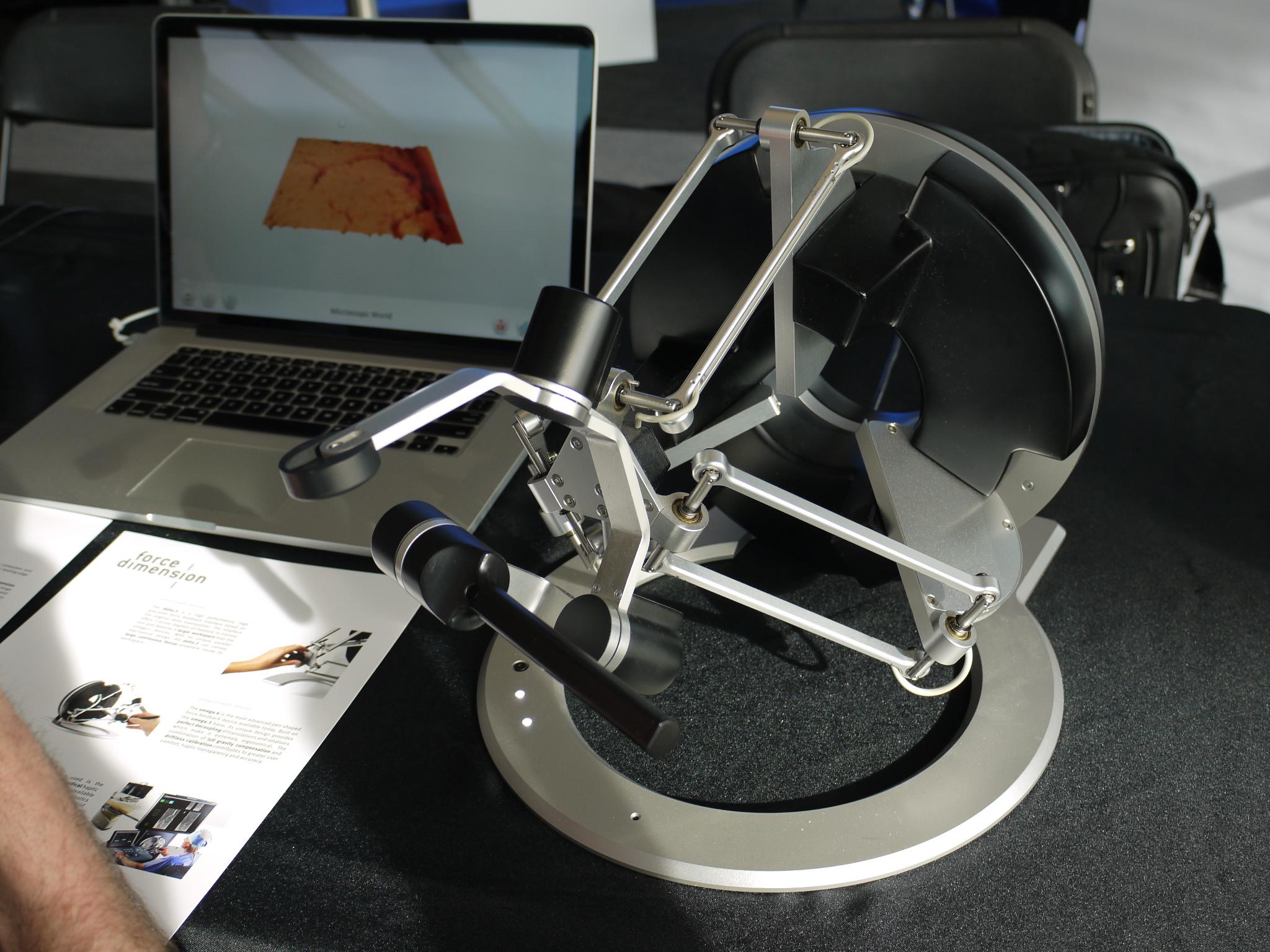 フォース・ディメンション社のフィードバック機器。同社は最大7軸までのエンド・エフェクターを開発している