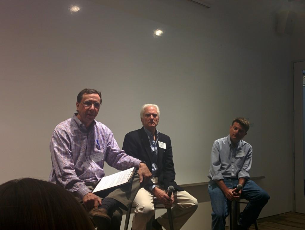 パネルの様子。左からジョン・マルコフ、ジェリー・キャプラン、マーティン・フォードの各氏。
