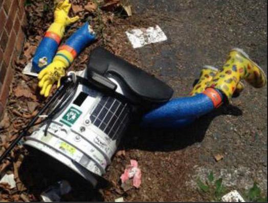 道ばたに打ち捨てられていたヒッチボット(http://www.philly.com/より)