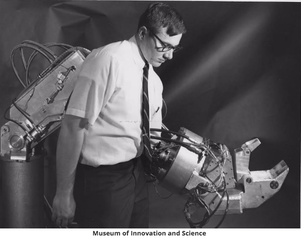 巨大なハンズは、『ハンディマン』というロボットの一部(http://www.businessinsider.com.au/より)