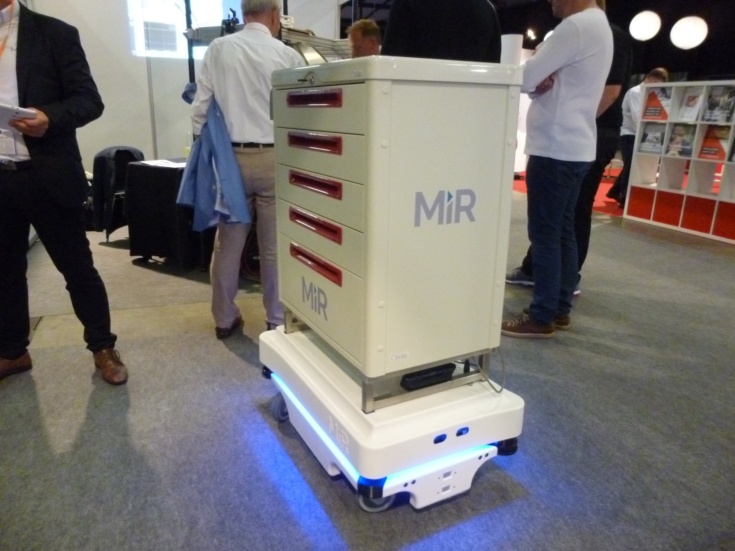 MIR社の自律搬送ロボット