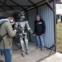 両手に銃を持つ、ロシアのロボット